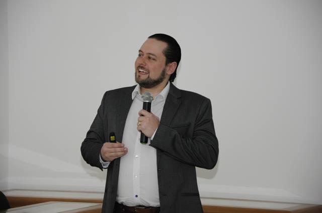 Dr. Camilo Saraiva ministra aula sobre os Benefícios da Oxigenoterapia Hiperbárica em Lesões Oncológicas
